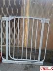 Металната ограда за бебе